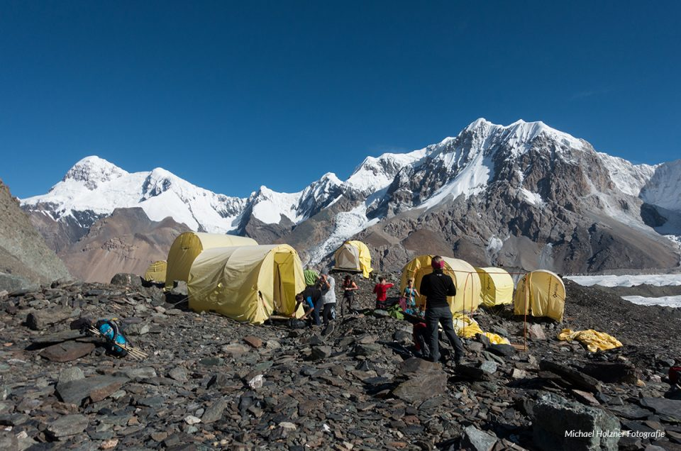 Gletscher und Blumenwiesen im Himmelsgebirge – Zelt- Trekking im Tien Shan